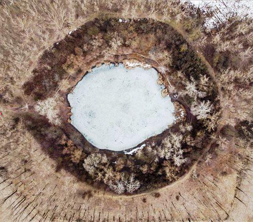 A befagyott nagyhegyesi krátertó   Fotó: Czeglédi Zsolt (MTI)