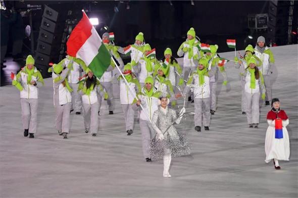 A magyar csapat bevonulása a téli olimpia megnyitóján  Fotó: Czeglédi Zsolt (MTI)