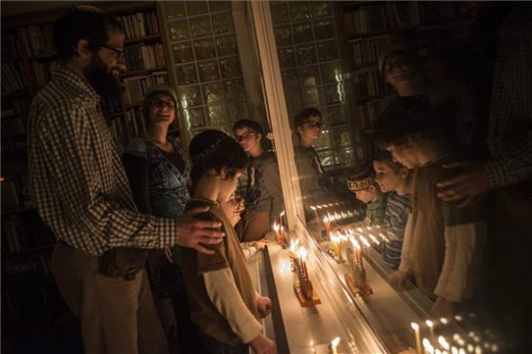 A nyolcnapos hanuka ünnep negyedik napján, december 9-én