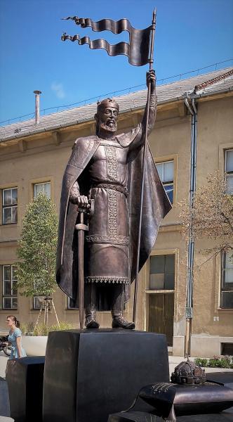 István király szobor a debreceni Dósa nádor téren
