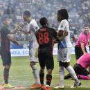 A játékosok balhéztak, a játékvezető szenved Fotó: MTI