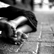 Hajléktalan az utcán