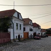 Jellegzetes épületek, hangulatos utca