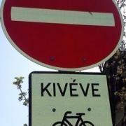 Tilos behajtani kerékpárral