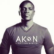Akon nem csak zenél