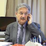 Hunyadi László az egyetemi irodájában