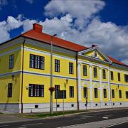Az épület felújított külsővel  Fotó: semseykastely.hu