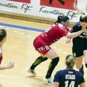 Az Alba ellen könnyebb volt  Fotó: dvsckezilabda.hu