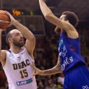 Milos idén is hátán viszi csapatát (Fotó: deacbasket.hu)