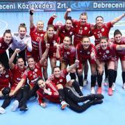 Győzelmi öröm  Fotó: dvsckezilabda.hu