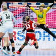 Háfra Noémi gólt érő mozdulata  Fotó: Kollektiff