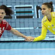 Kovács Anna és Csapó Kyra  Fotó: dvsckezilabda.hu
