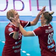 Despotovic és Bulath Anita gólöröme  Fotó: dvsckezilabda.hu