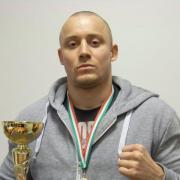 Bernáth István a bajnoki serleggel