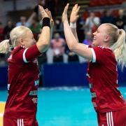 Vantara-Kelemen Éva és Lotte Grigel gólöröme  Fotó: dvsckezilabda.hu