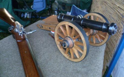 A fegyvergyártó gyűjteményében kicsi ágyú is volt