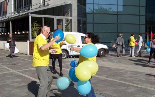 Simony Gyula és Jónásné Dáné Julianna lufis tánca