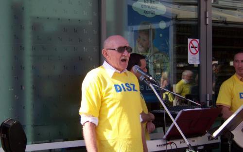 Nem énekel, a  programjáról beszél Simon Gyula