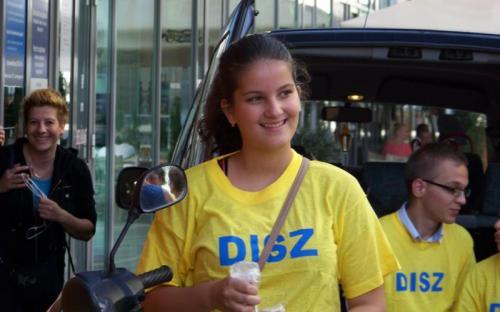 Dobrossy István leánya, Beatrix is segített