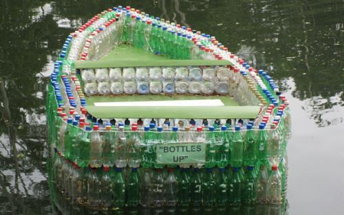 Csónak műanyag flakonokból - hihetetlen