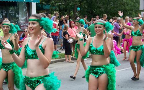 A Lesz dance táncosai