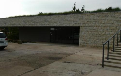A Holdvölgy Pincészet XXI. századi épülete