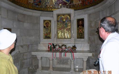 Mária templomában magyar koszorúk