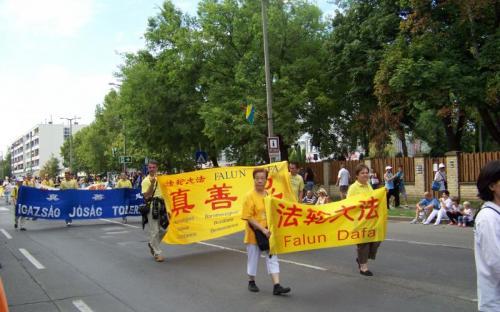 Igazság, jóság, tolerancia - hirdette a nemzetközi csoport