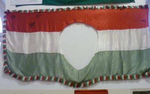 A véres, '56-os zászló