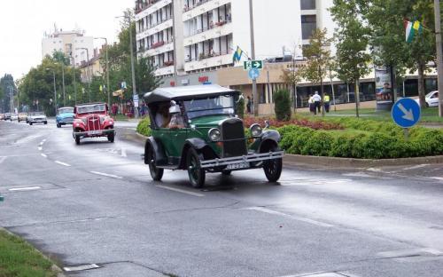 Veterán járművek is felvonultak