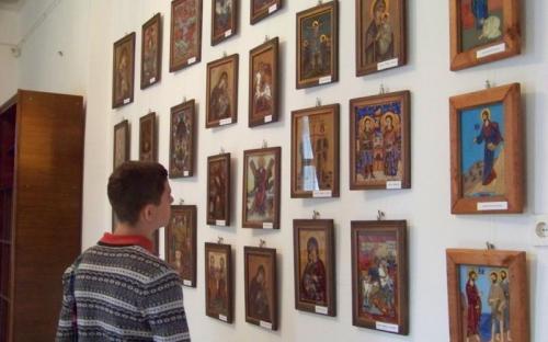 Ikonkiállítás, gyerekek és felnőttek munkáiból